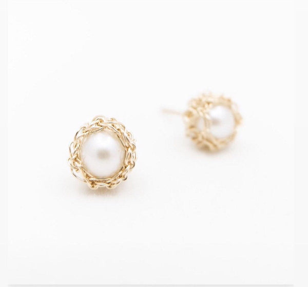 Perla Studs, Pearl Stud Earrings, Crocheted Earrings, Natural Pearls, Elegant Stud Earrings, One of a kind earrings.