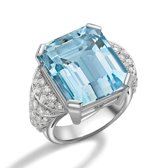 Aquamarine 16.11ct and Diamonds Dress Ring