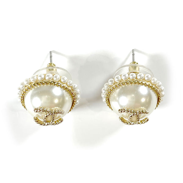 second hand Chanel CC pearl earrings