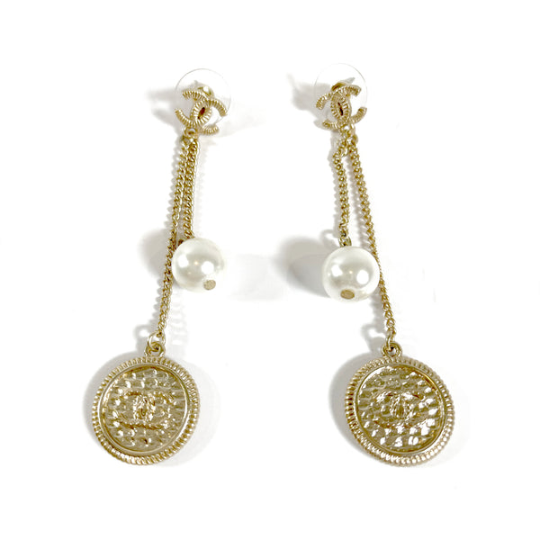 CHANEL gold CC coin chain earrings with pearls