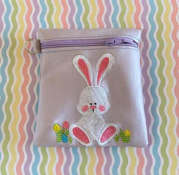 ITH Digital Embroidery Pattern for Sitting Bunny Cash/Card 5X4.5 Tall Zip Pouch, 5X7 Hoop
