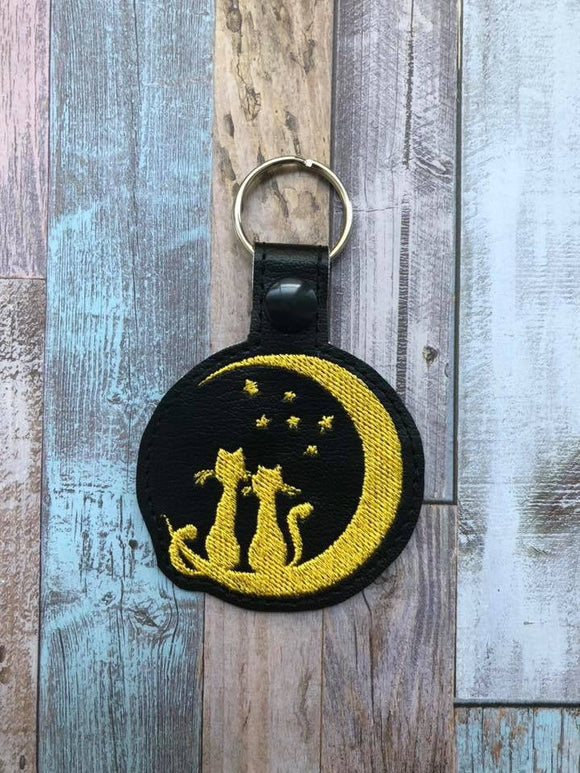 ITH Digital Embroidery Pattern for 2 Cats Silhouette on Crescent Moon Snap Tab / Key Chain, 4x4 hoop