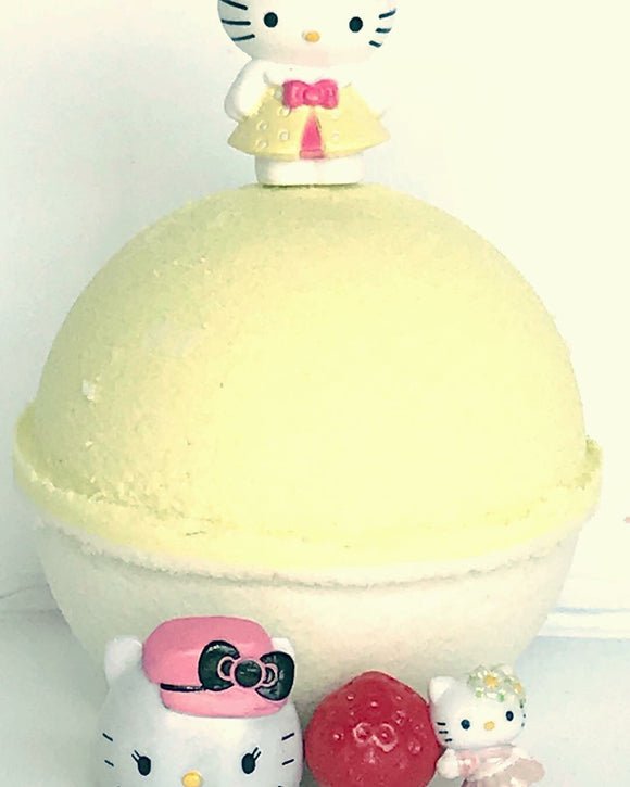Pineapple Natural Bath Bomb (with Hello Kitty™ inside)