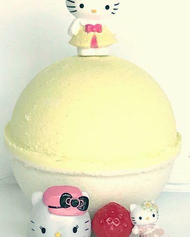 Lemon Sugar Natural Bath Bomb (with Hello Kitty™ inside)