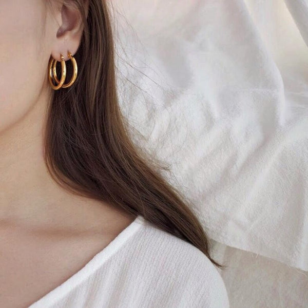 Basic silver Hoop earrings -Make the difference with Galatea Effect accesories