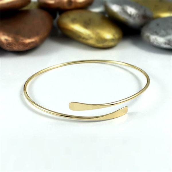 Handmade Hammered Bangle -Make the difference with Galatea Effect accesories
