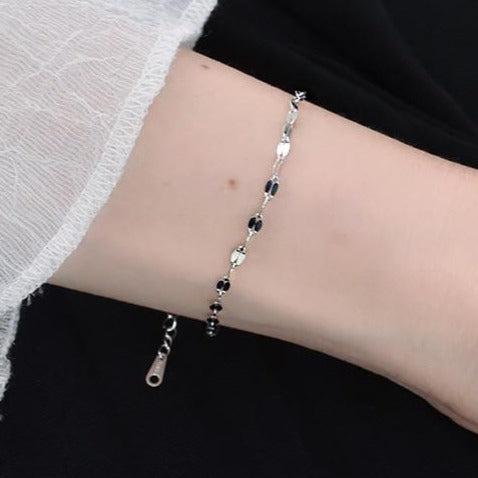 Minimalist Silver Bracelet -Make the difference with Galatea Effect accesories