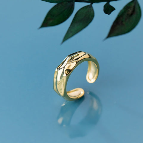 Minimalist Golden Ring -Make the difference with Galatea Effect accesories