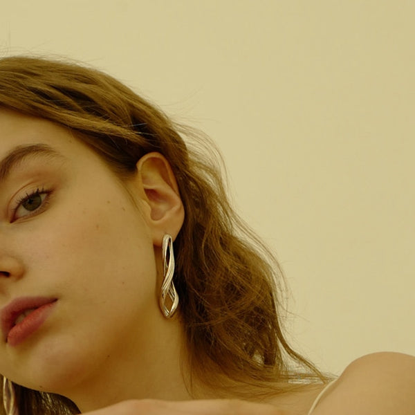 Single Big Stud Earring -Make the difference with Galatea Effect accesories