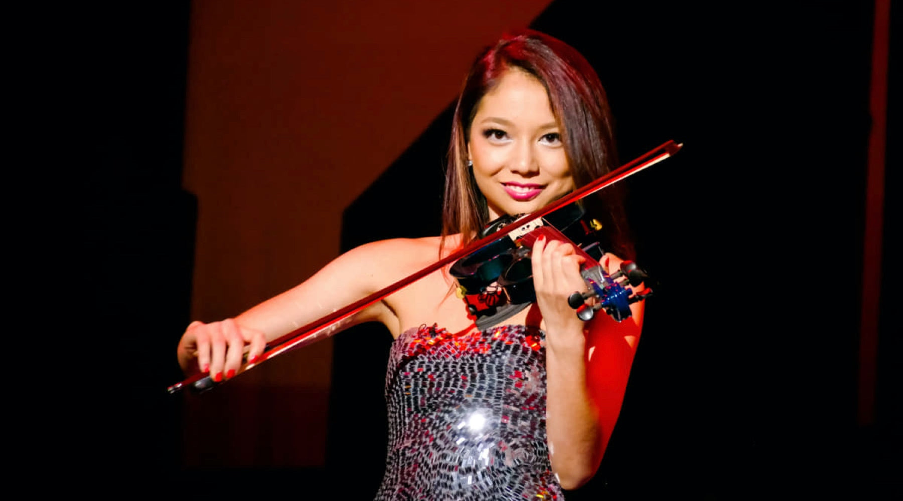Xyla Foxlin plays the violin