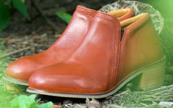 Xena Weathered Collection | Misfits | Gravity Safety Shoe in cognac leather color