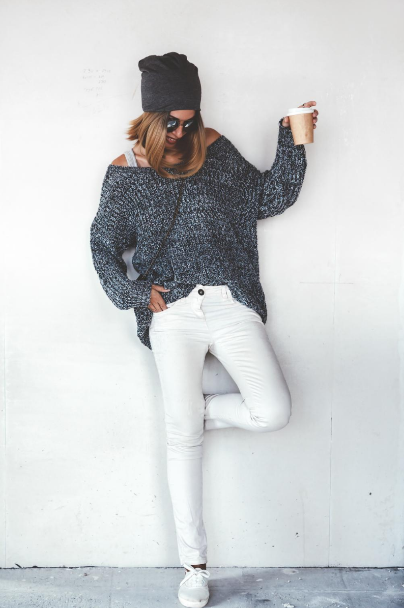 White flat shoes with white skinny jeans