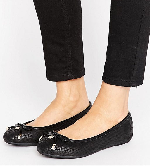 Black ballet shoes with bows