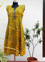 Load image into Gallery viewer, Aastha yellow panelled kurti - STUDIO PEHEL
