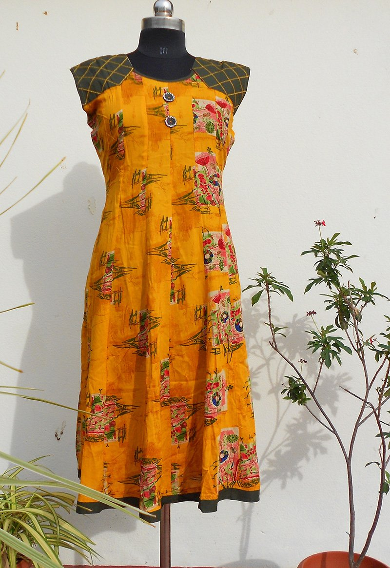 Aastha yellow  panelled kurti - STUDIO PEHEL