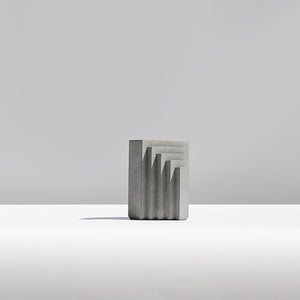 Men bookend/ Concrete