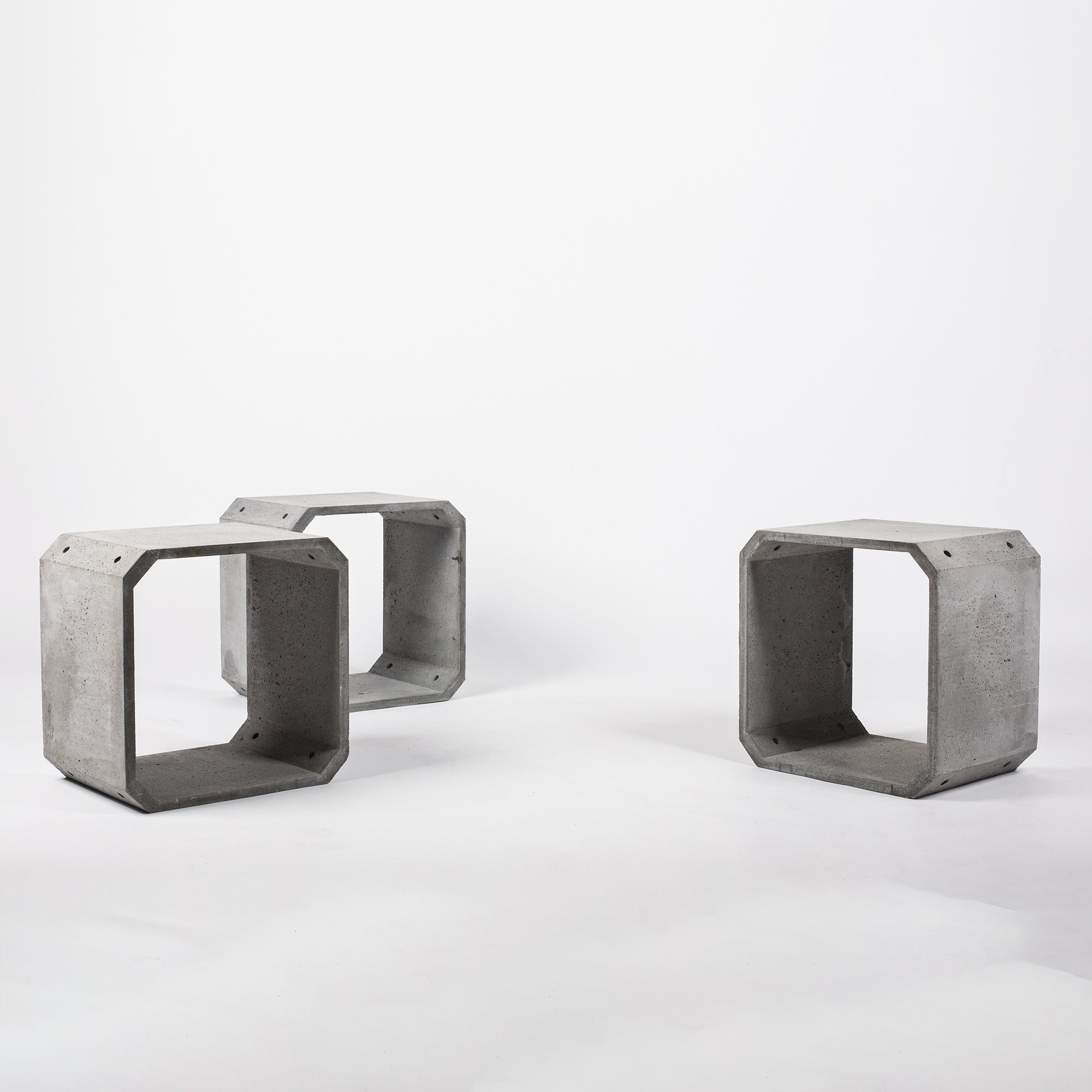 KOU Side table/ Concrete