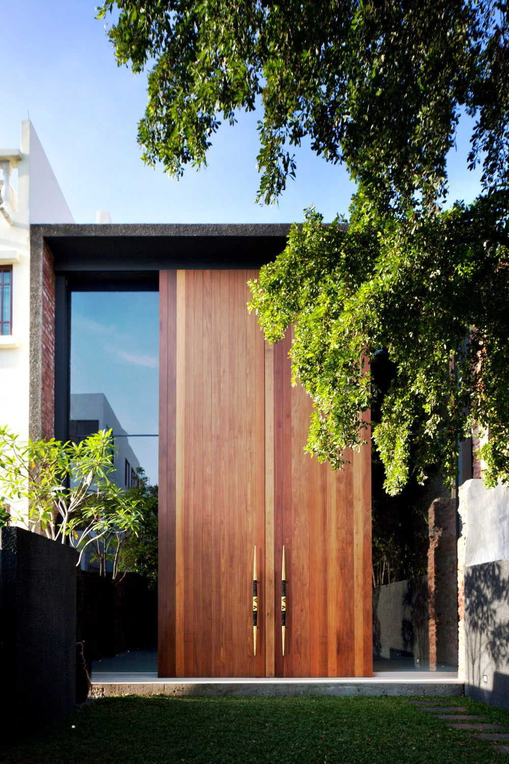 HARDWARE DESIGN IDEAS TO EMBELLISH YOUR EXTERIOR HOME