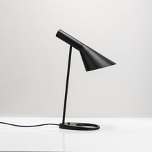 Load image into Gallery viewer, Alien Table Lamp