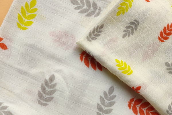 Thālelo Leaves Set of 2 Muslin Swaddles (Medium and Small)