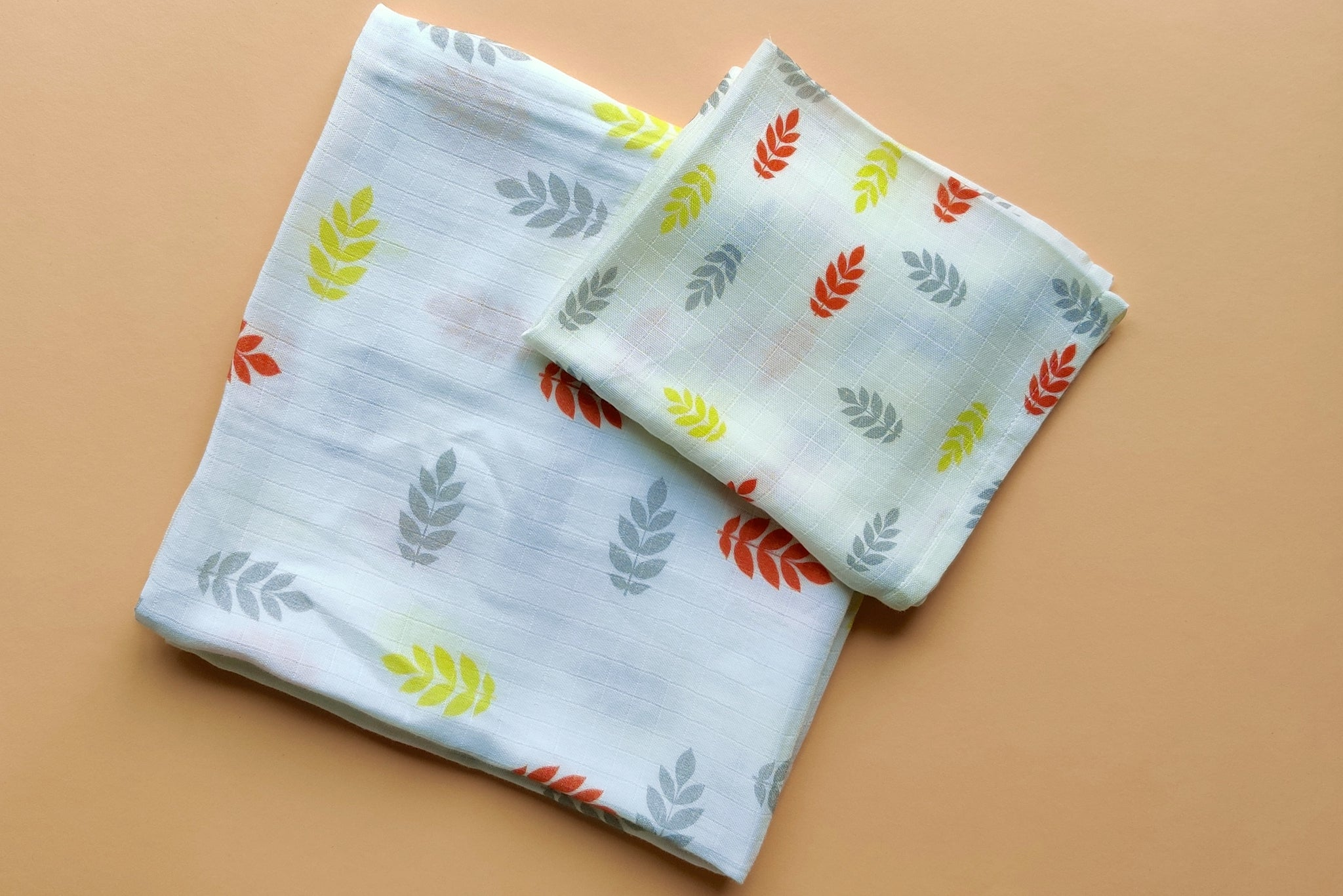 "Leaves Muslin Swaddles (Set of 2; 43""x43"" and 24""x15"")"