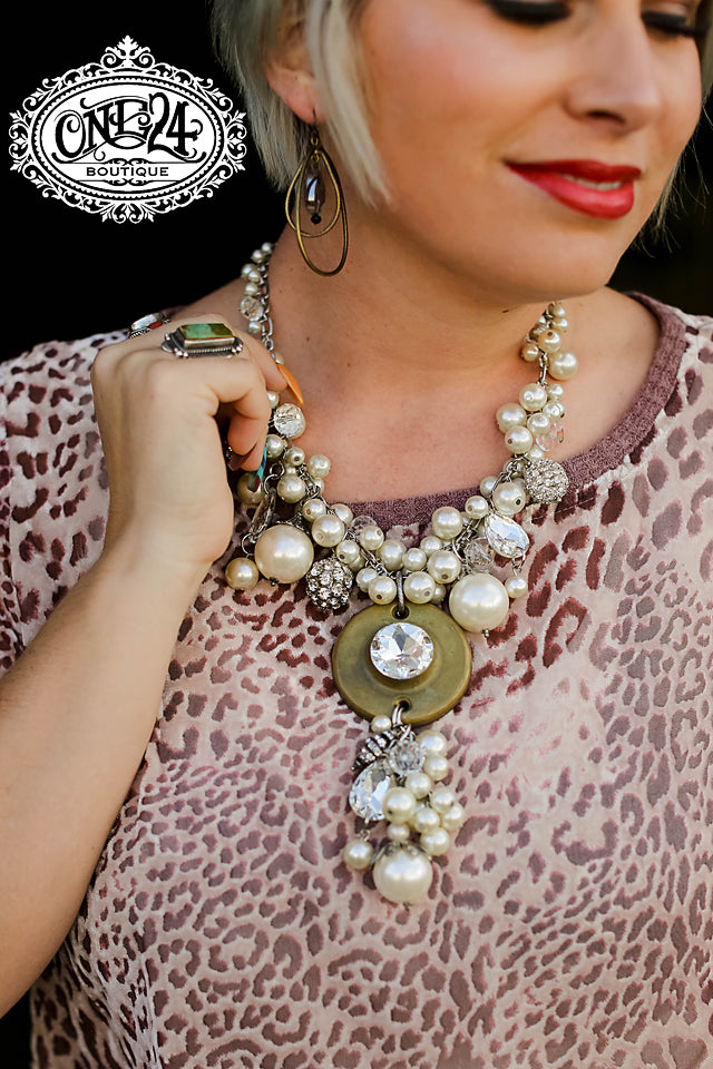 The Pearly Foyer Necklace