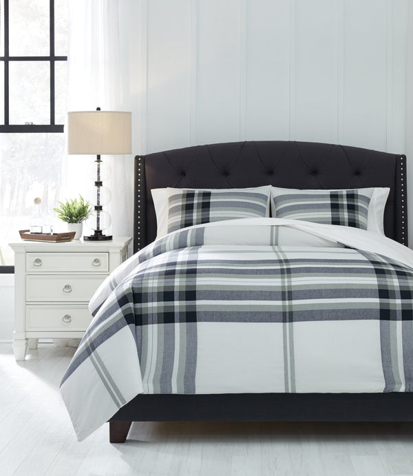 Stayner Signature Design by Ashley Comforter Set King image