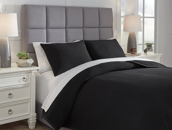 Thornam Signature Design by Ashley Coverlet Set Queen