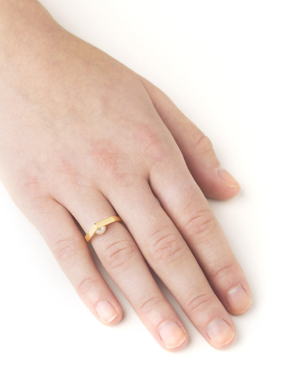 IRIS RING w pearl - Vibe Harsløf Jewelry