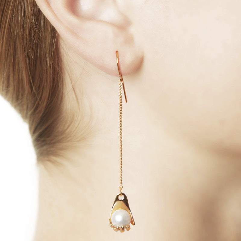 IRIS EARRING W HAND LONG - Vibe Harsløf Jewelry