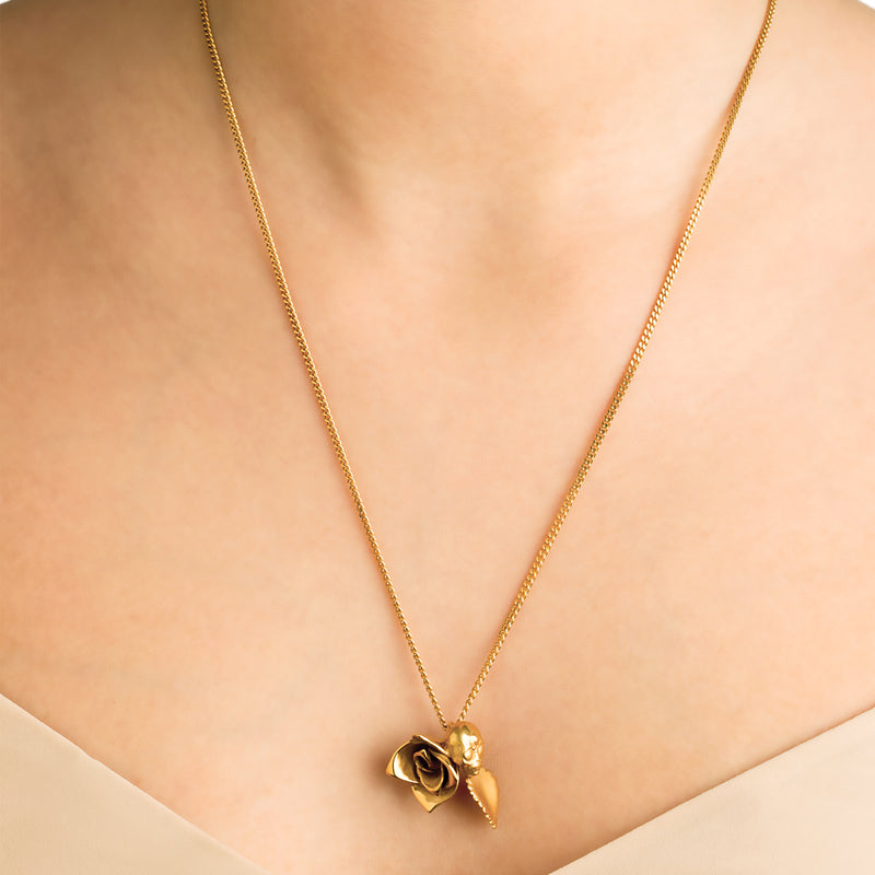 ROSE AND ALIEN NECKLACE