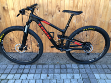 Load image into Gallery viewer, 2018 CUSTOM BUILD CARBON TREK TOP FUEL  8.0 MEDIUM 29ER MTB (SHIMANO XT 11 SPEED EDITION) - Sportopia Cycles