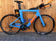 Load image into Gallery viewer, 2019 QUINTANA ROO PRFIVE CARBON DISC 56CM DEMO TRIATHLON BIKE - Sportopia Cycles