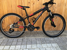 "Load image into Gallery viewer, SILVERBACK SPIKE 24"" KIDDIES PRE-OWNED MTB - Sportopia Cycles"