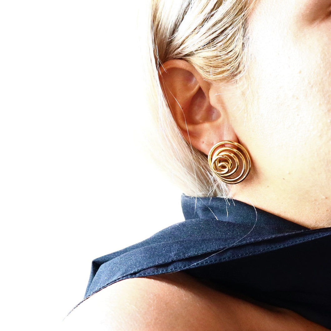 Swirl Thread Stud Earrings