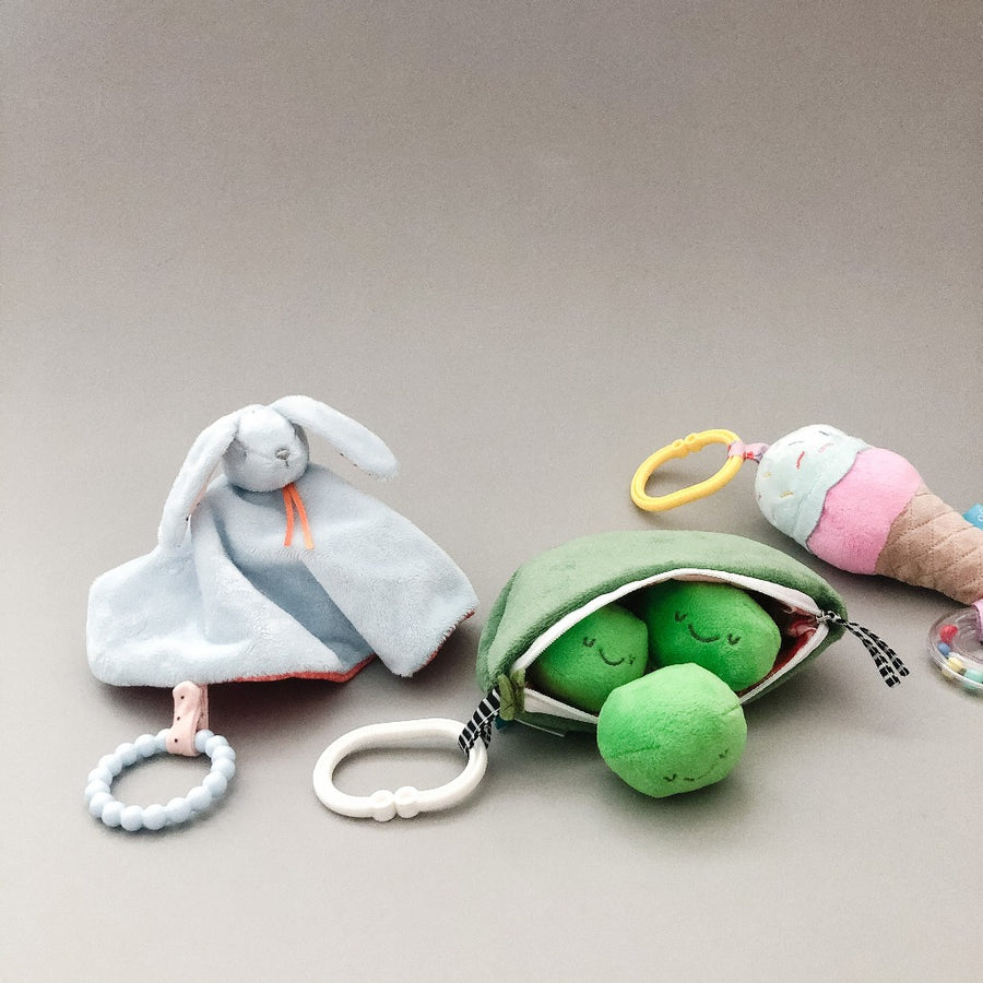 Peas in a Pod Travel Toy-Manhattan Toy Company-Shop at Nook