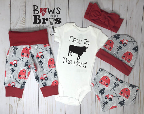 New To The Herd Unisex 5 Piece Outfit Set