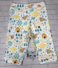 Load image into Gallery viewer, I'm A Keeper Gender Neutral Bee Coming Home Outfit- 1,2,3,4 or 5 Piece Set - Bows and Bros Boutique LLC