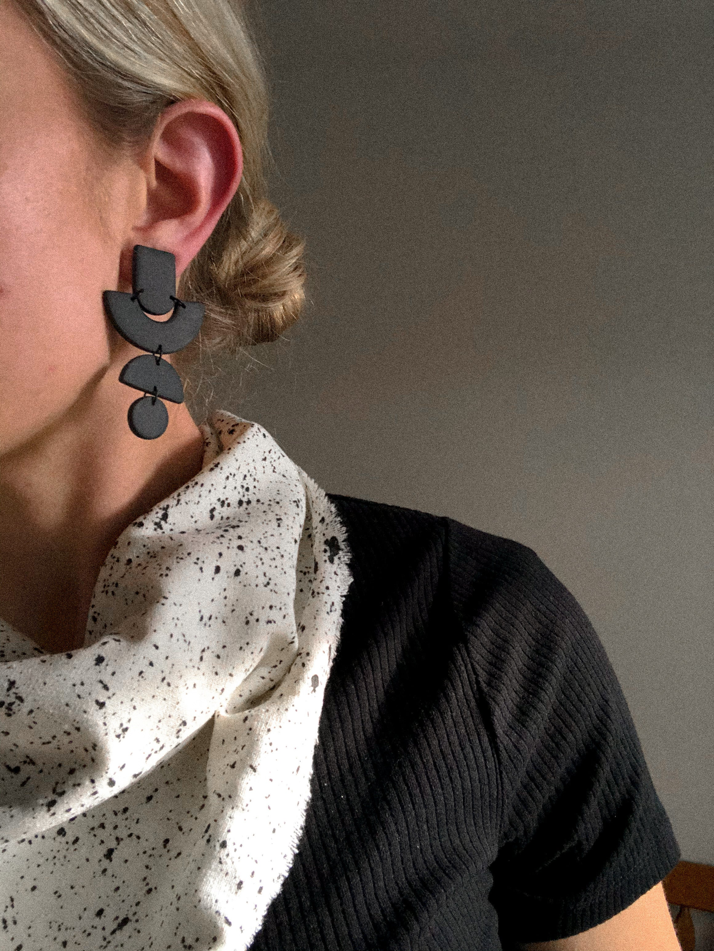 Britta earrings in black