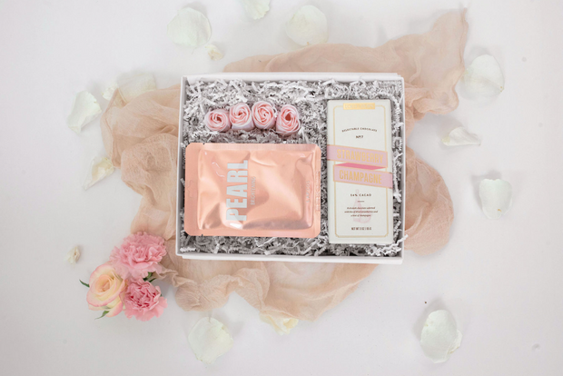 The Blush Rose gift set is a sophisticated bridesmaid proposal gift or simple birthday gift for the lovely ladies in your life. This set includes a decadent strawberry champagne chocolate bar, a brightening face mask with pearl extract that contains anti-aging benefits to promote rejuvenation, and 4 rose shaped soaps.