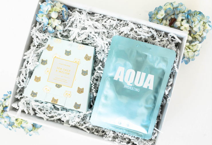 The Hydrangea set is a great mini birthday gift, thank you gift, or just because gift.  This set includes a refreshing sea salt and melon scented candle with a kitten gold leaf print and a nourishing aqua face mask, perfect for an at home spa session.
