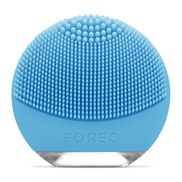 FOREO LUNA Go Travel-Friendly Face Brush For Combination Skin