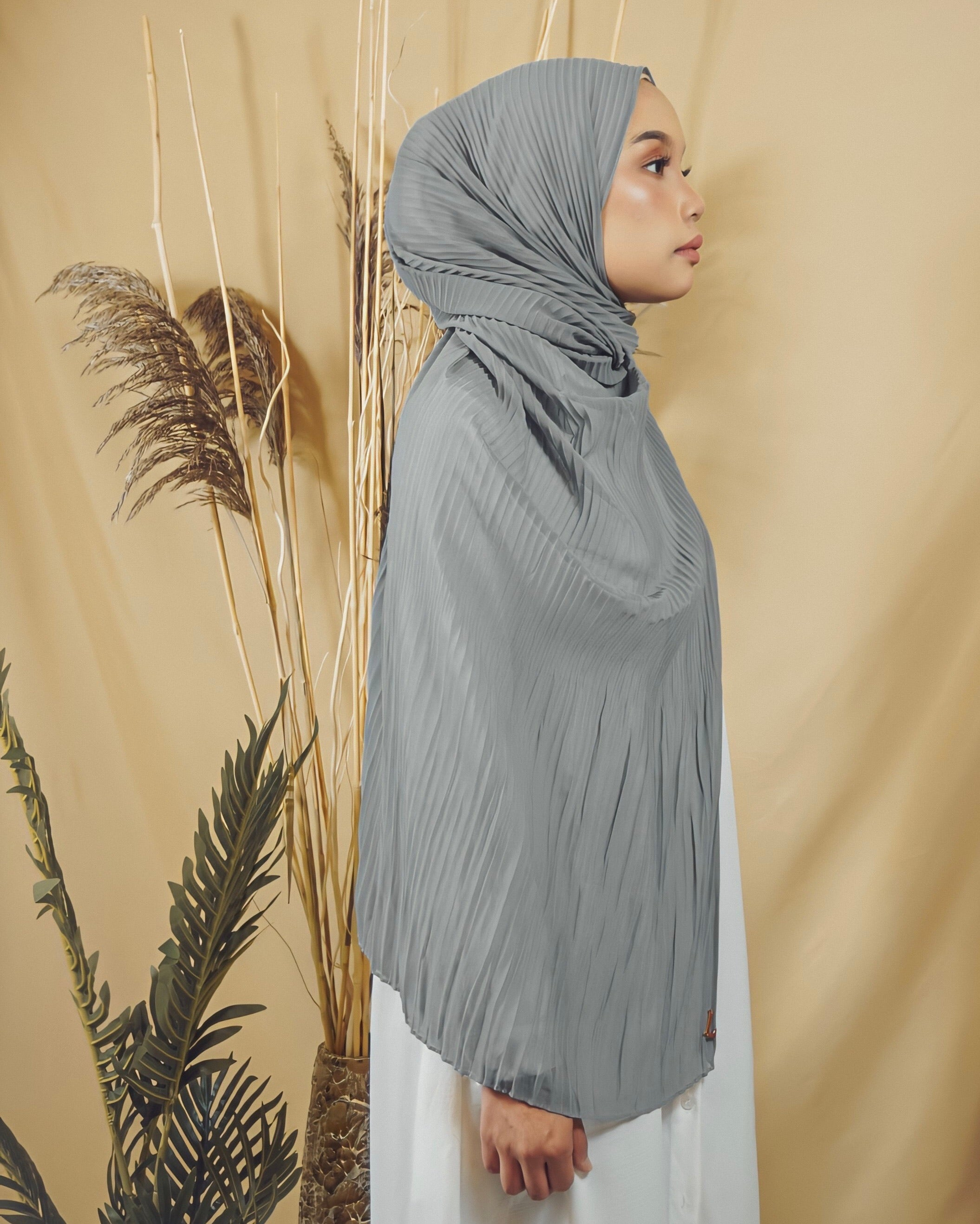 Cik Kiah Semi-Pleated in Even Gray