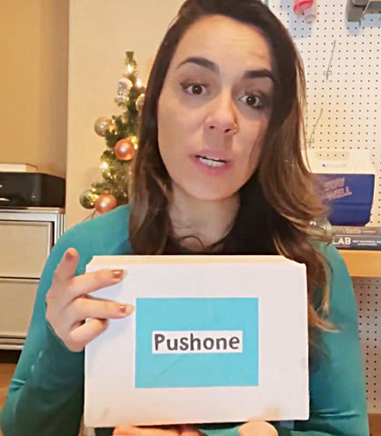 Women with the Pushone Fitness Box