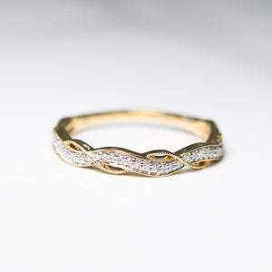 Wavy Natural Diamond Ring