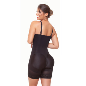 Strapless girdle half leg short with left side hooks. Ref. 031881