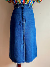 Load image into Gallery viewer, Vintage Jordache denim skirt (Sml)
