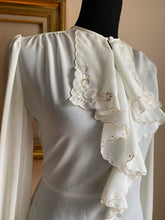 Load image into Gallery viewer, Vintage Split Neck Ruffled Blouse (Sml)