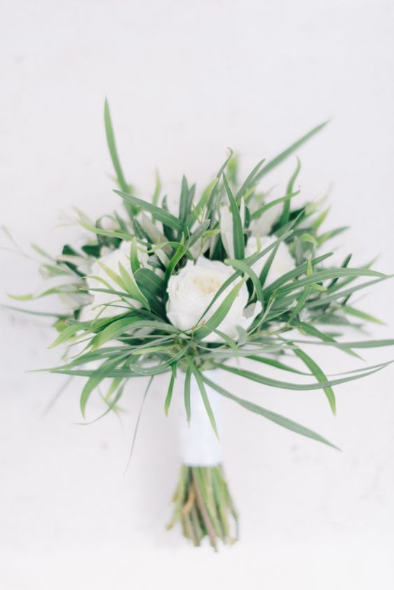 Minimalist Bouquet | 6 Fancy Floral Bouquets to Incorporate Into Your Wedding | My Wedding Favors