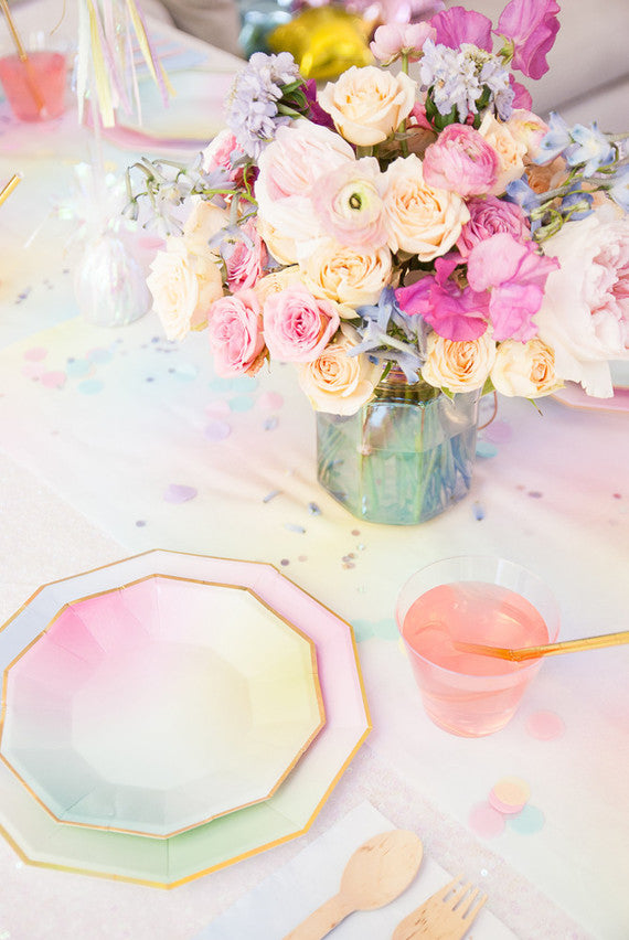 Holographic Reception Table | 6 Ideas for an Iridescent Wedding | My Wedding Favors